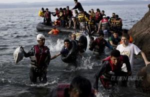 MIGRANTS refugies-arrivent-sur-l-ile-de-lesbos-(grece)-photo-afp-angelos-tzortzinis