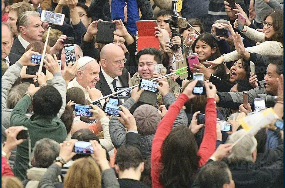 des-centaines-de-fideles-etaient-presents-ce-mercredi-lors-de-l-audience-generale-au-vatican-photo-joel-philippon-1480509137