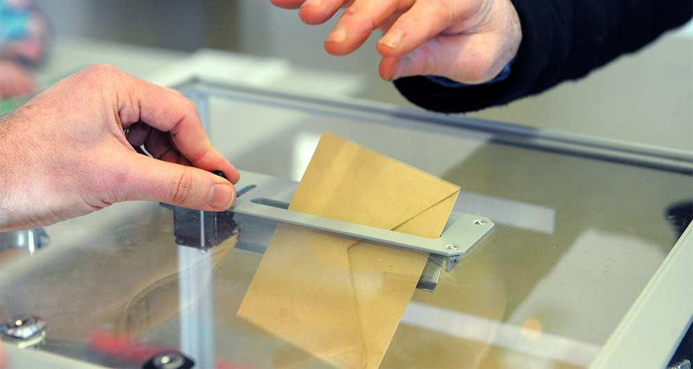 2054554_vote-des-fonctionnaires-a-droite-toute-web-tete-0211659241733