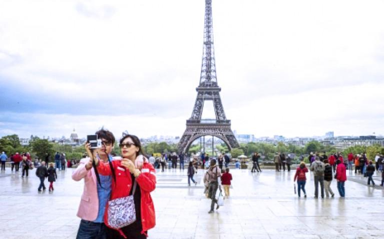 Tourisme-parisien-Coréens-767x479