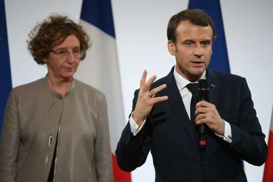 La ministre du travail, Murielle Pénicaud, et le président français Emmanuel Macron lors de l'évènement del'Equipe de France des Metiers 2017, le 21 décembre à Paris.