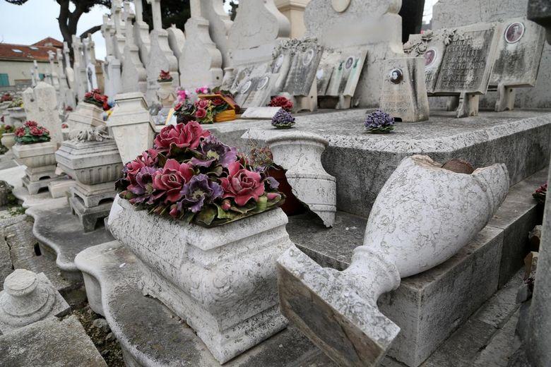 Marseille : plusieurs tombes dégradées au cimetière Saint-Louis