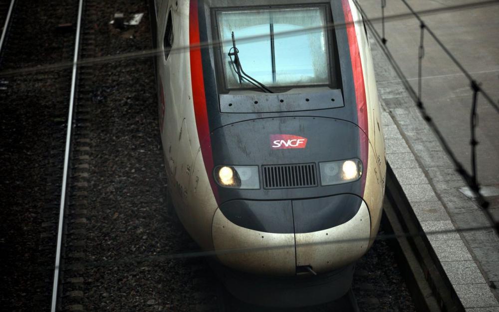 TGV Paris-Dax : un contrôleur blessé au couteau par une jeune femme «agitée»