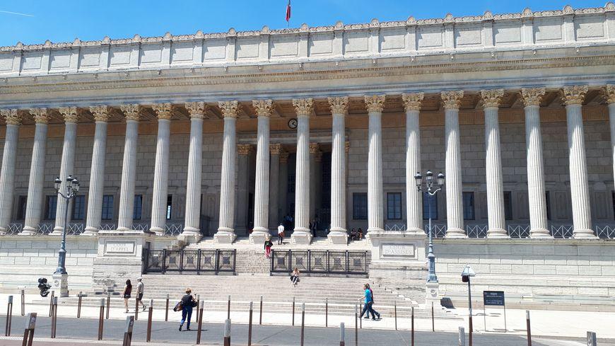 Lyon : 3ème procès de l'affaire Pappatico, policier tué en Savoie. En fuite en Tunisie, Slim Ben Hamed absent du banc des accusés