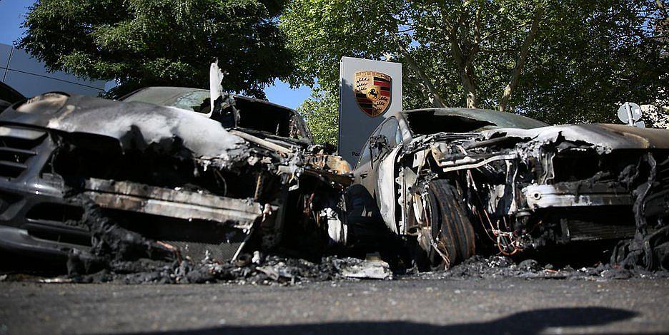 Allemagne : des extrémistes de gauche incendient des Porsche pour lutter contre le réchauffement climatique