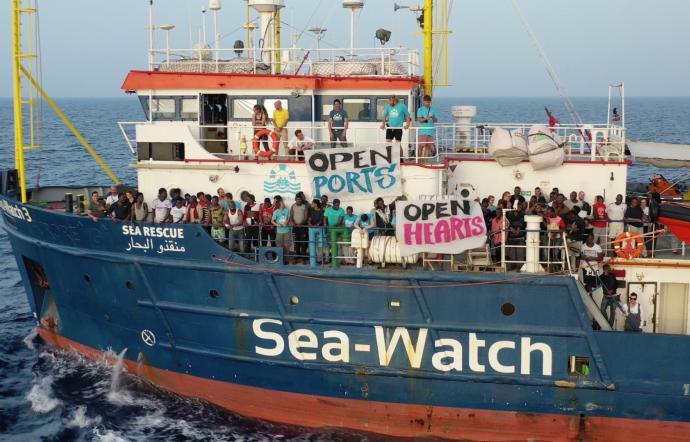 Italie: Bras de fer entre Salvini et le bateau de l'ONG Sea Watch (MàJ: 10 migrants vont pouvoir débarquer)