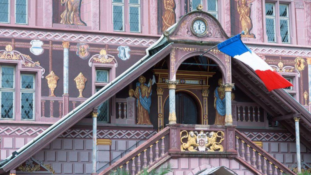 Mairie de Mulhouse : un élu et une agente de l'état civil insultés et violentés lors d'un mariage (MàJ. La famille s'explique)