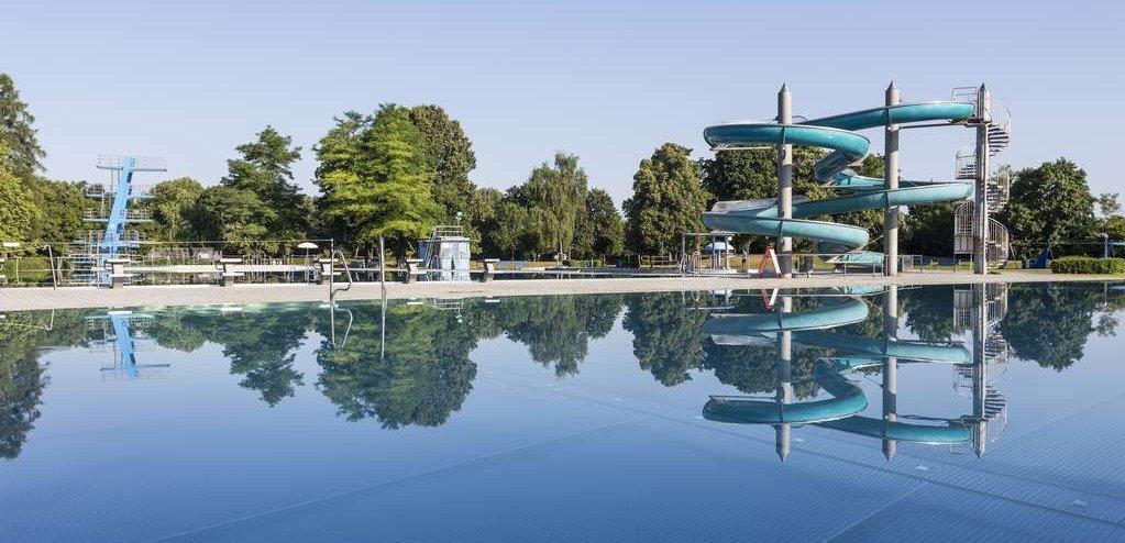 Munich : une centaine de jeunes «d'origine étrangère» provoquent une émeute à la piscine et menacent de poignarder un maître nageur