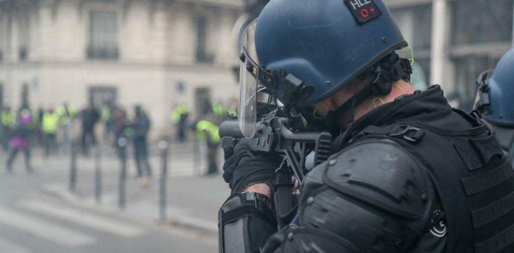 Versailles (78) : la présidente de la cour d'assises blessée par un tir de LBD à son domicile