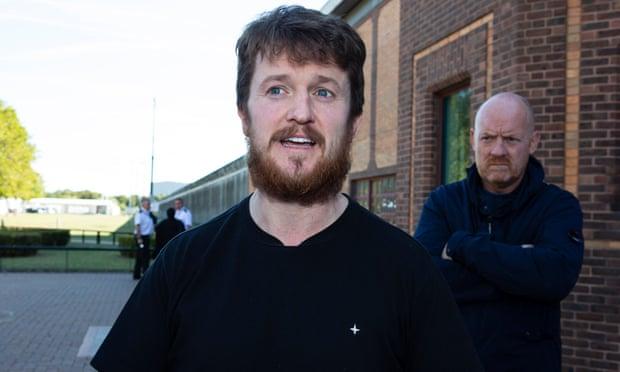 Grande-Bretagne : Tommy Robinson libéré après neuf semaines à l'isolement dans une prison de haute sécurité (MàJ)