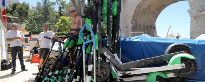 Marseille : des jeunes jettent des trottinettes à la mer car « c'est super cool ! »