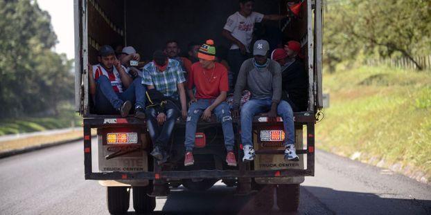Calais (62) : un routier transportait 20 Afghans dans 10m2, deux ans de prison
