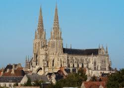 Sées (61) : un homme interpellé avec des bidons d'essence dans la cathédrale