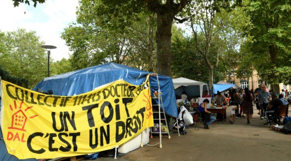 Saint-Ouen (93) : dans un camp, la vie en suspens de migrants latino-américains