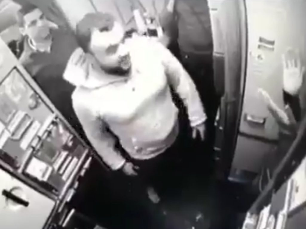 Un vol transavia Paris-Tunis dérouté sur Nice suite à l'agression d'un steward par un islamiste (màj : vidéo de l'agression)