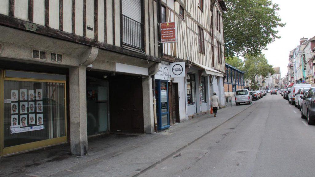 Troyes : un homme lardé de coups de couteau par Karim M., quadragénaire «particulièrement connu des services de police»