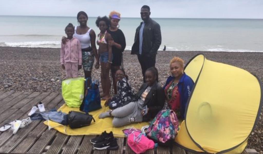 Soutenus par les communistes de l'Oise, ils partent une journée en vacances sur les plages normandes