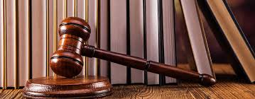 Un Algérien condamné après avoir arrosé de bière les passagers d'un avion et insulté les policiers de «bouffeurs de porc»