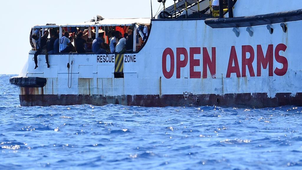 Open Arms : «si ça continue comme ça, je préfère rentrer en Algérie» déclare un migrant à bord du bateau