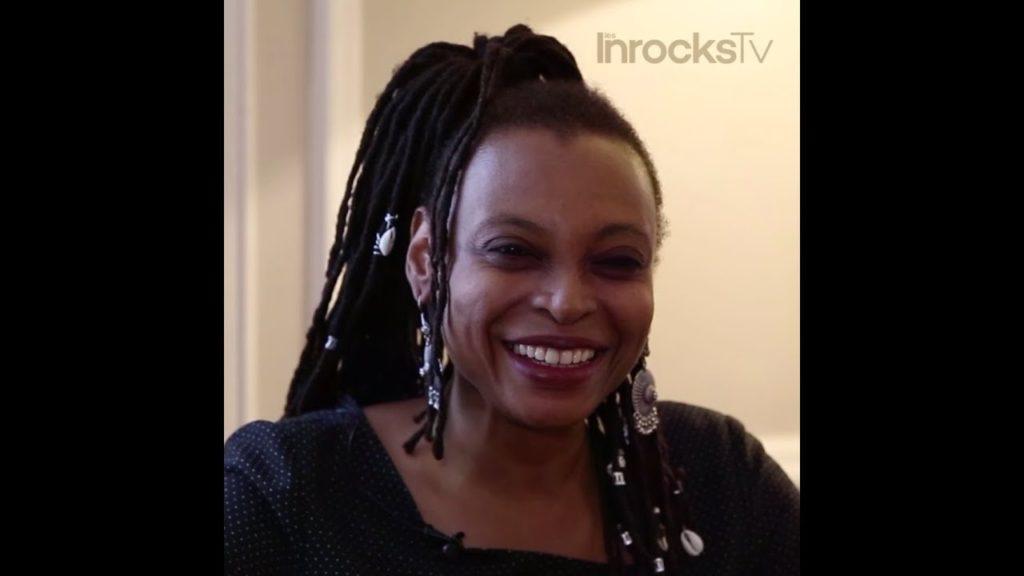 Dans une Afrique du futur unifiée et prospère où les descendants de colons européens sont venus trouver refuge, Léonara Miano bâtit un monde dans lequel les systèmes de domination seraient renversés