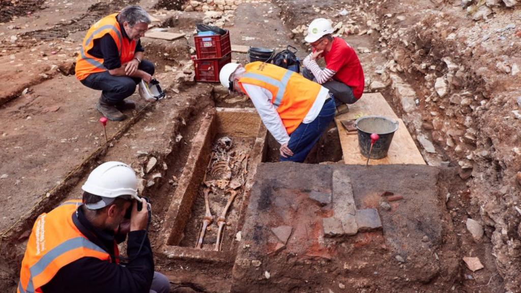 Cahors (46) : découverte du squelette d'une Mérovingienne