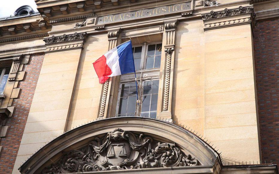 Nantes (44) : un transexuel au RSA exploitait sa fille pour financer épilations et cosmétiques