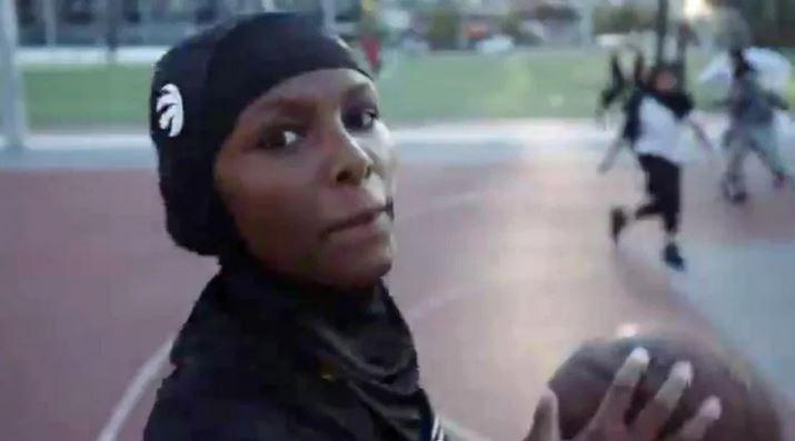 Canada : l'équipe de basket des Toronto Raptors lance un hijab à usage sportif, créé par Nike