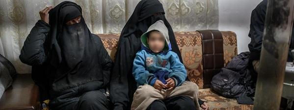 La colère des familles de femmes et d'enfants de djihadistes français face à l'Etat (Màj)
