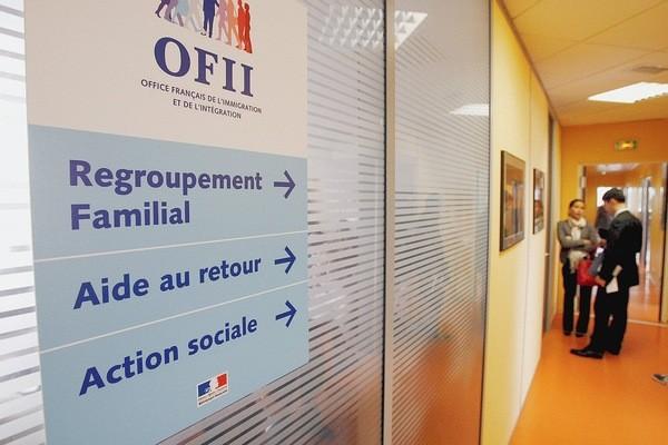 Immigration : neuf personnalités préparent une « réécriture du droit des étrangers »