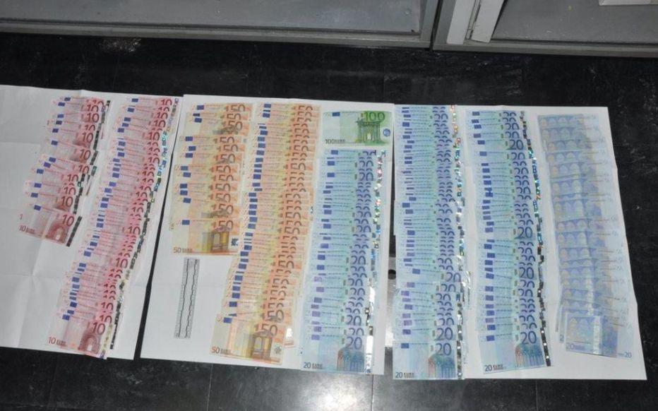Plus de 2 millions d'euros découverts dans la voiture de trafiquants de drogue
