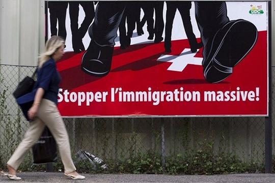 Suisse : vers un rejet de l'initiative de l'UDC «pour une immigration modérée»