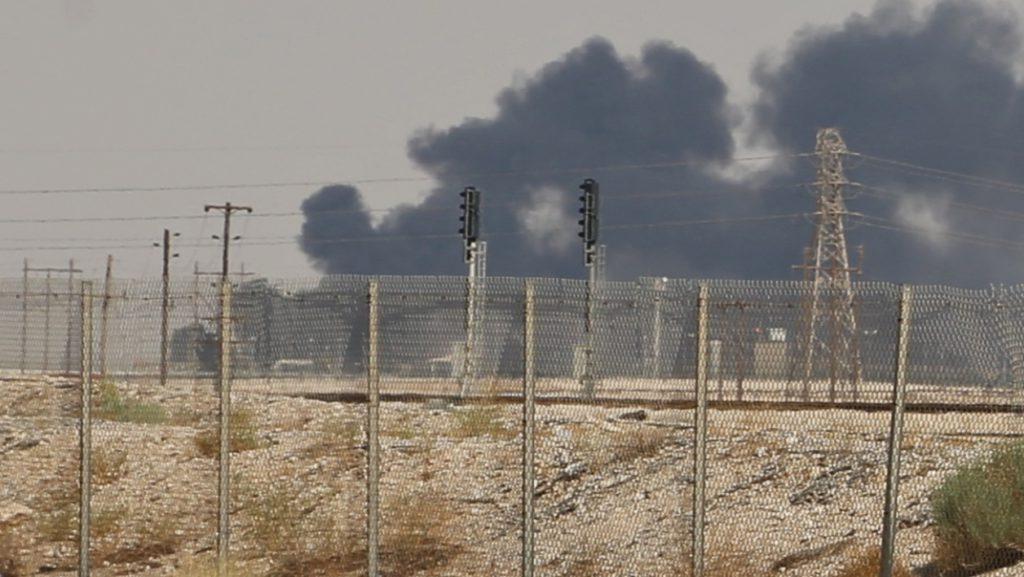 La production de pétrole de l'Arabie réduite temporairement de 50% après l'attaque de drones
