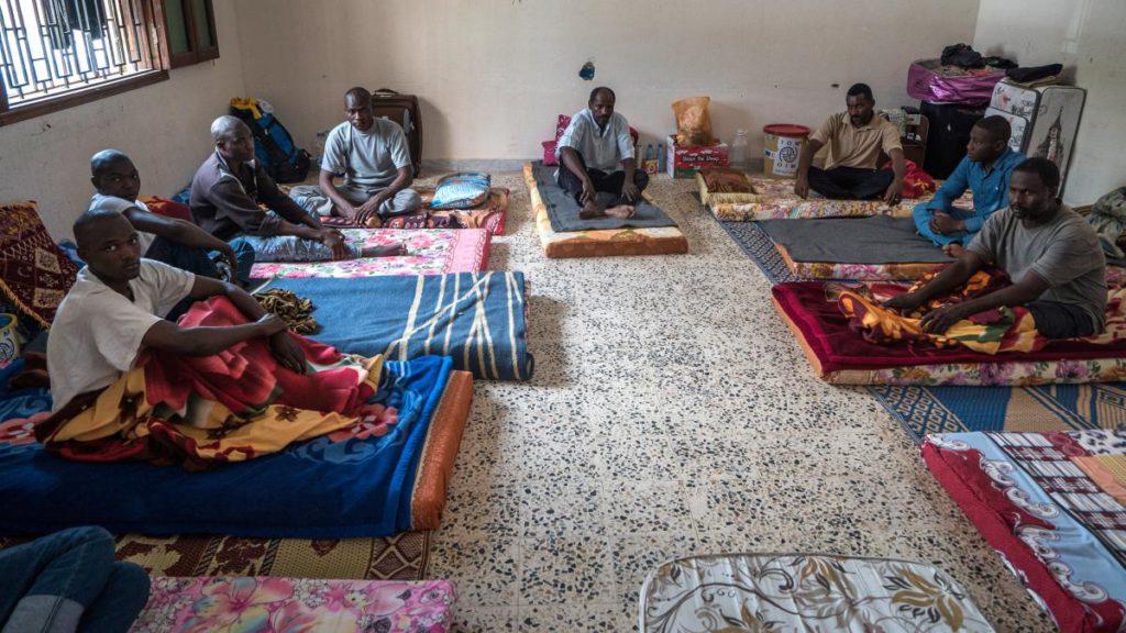 Italie : arrestation de 3 migrants accusés de torture, de viol et de meurtre dans un camp libyen, ils avaient été secourus par un navire italien
