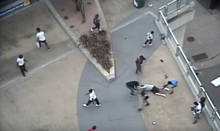 États-Unis : un Blanc sauvagement lynché par une quinzaine de jeunes agresseurs, responsables de plusieurs attaques gratuites