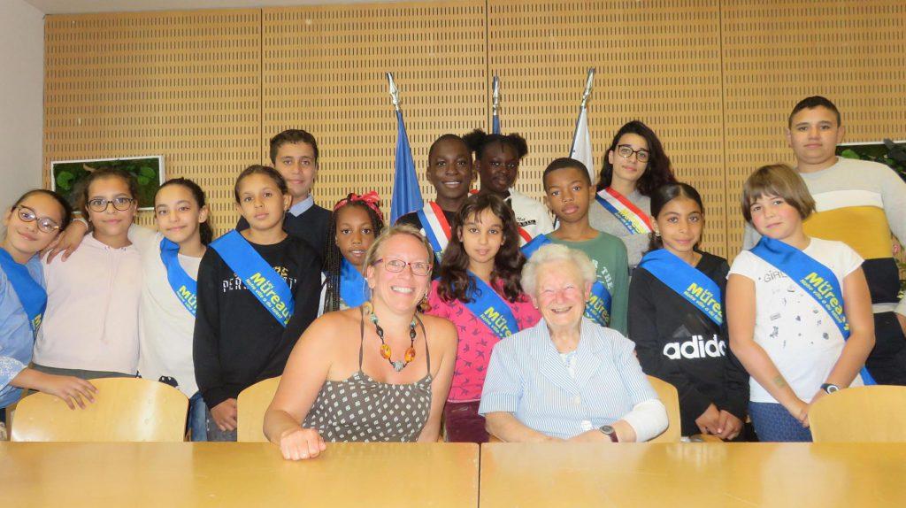 Les Mureaux (78) : La centenaire raconte son histoire aux jeunes de la ville