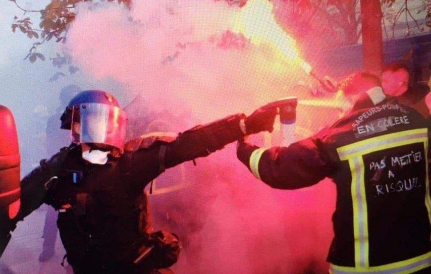 Paris : Un syndicat de CRS se dit «honteux» d'avoir gazé les pompiers et s'excuse. «Des ordres de nos hauts dirigeants»