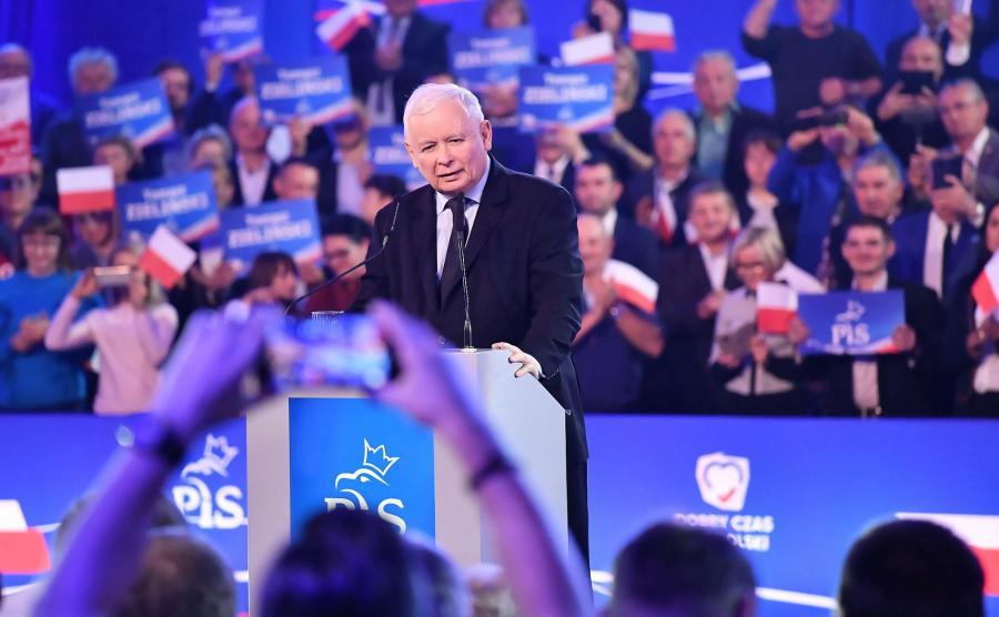 Pologne : la droite anti-immigration du PiS remporte largement les élections législatives et conserverait la majorité absolue