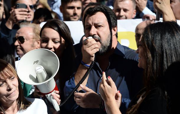 Un curé italien attaque les électeurs de Salvini : «Que ceux qui votent pour la Ligue quittent cette église car vous êtes des assassins»