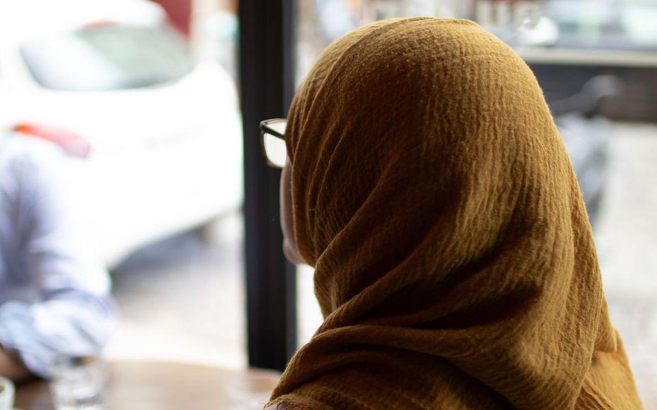 « J'en ai marre d'avoir peur » : elles portent le voile en France et nous racontent