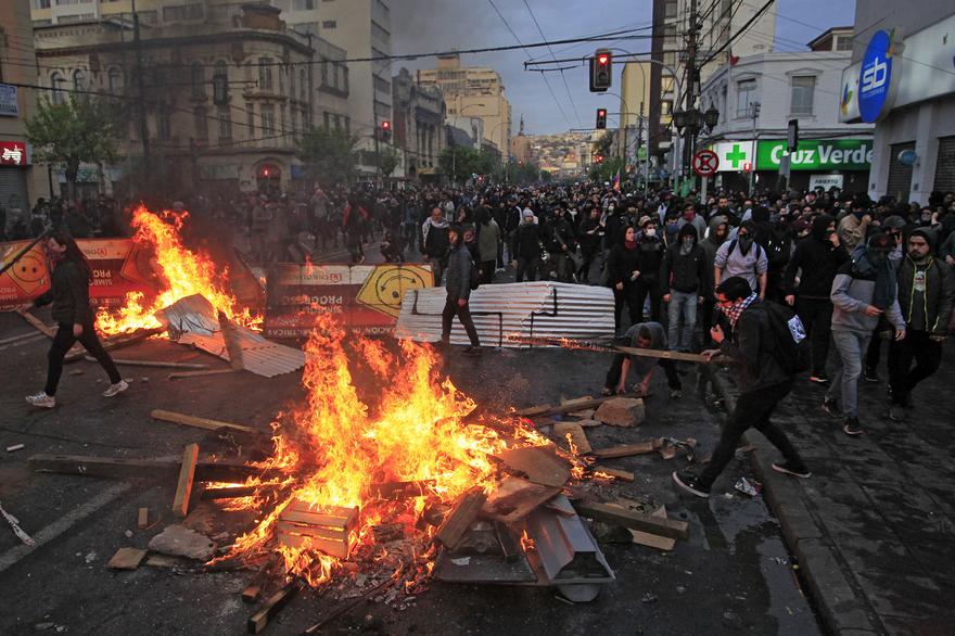 Émeutes à Beyrouth, Santiago, Hong-Kong, Barcelone…: «C'est la 'giletjaunisation' mondiale», affirme François Lenglet