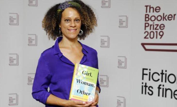 Grande-Bretagne : pour la première fois une romancière noire remporte le prestigieux prix littéraire Booker Prize
