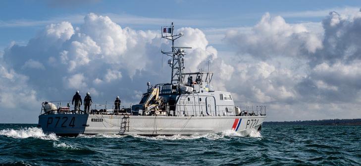 Face aux tentatives des migrants pour traverser la Manche, des gendarmes réservistes français, payés par Londres, sont déployés sur le littoral