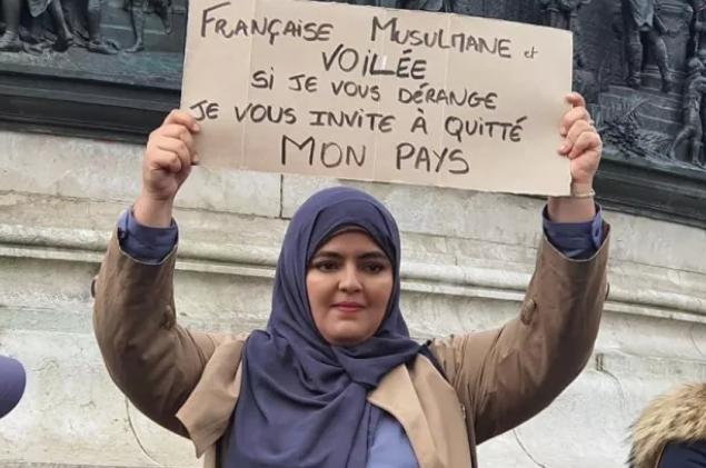 Port du voile musulman : « Une nouvelle loi s'appliquerait avec difficultés »  estime Gérard Collomb
