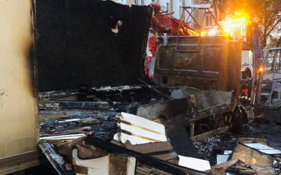 Paris : qui a incendié un camion avec un cocktail Molotov devant le ministère des Armées ?