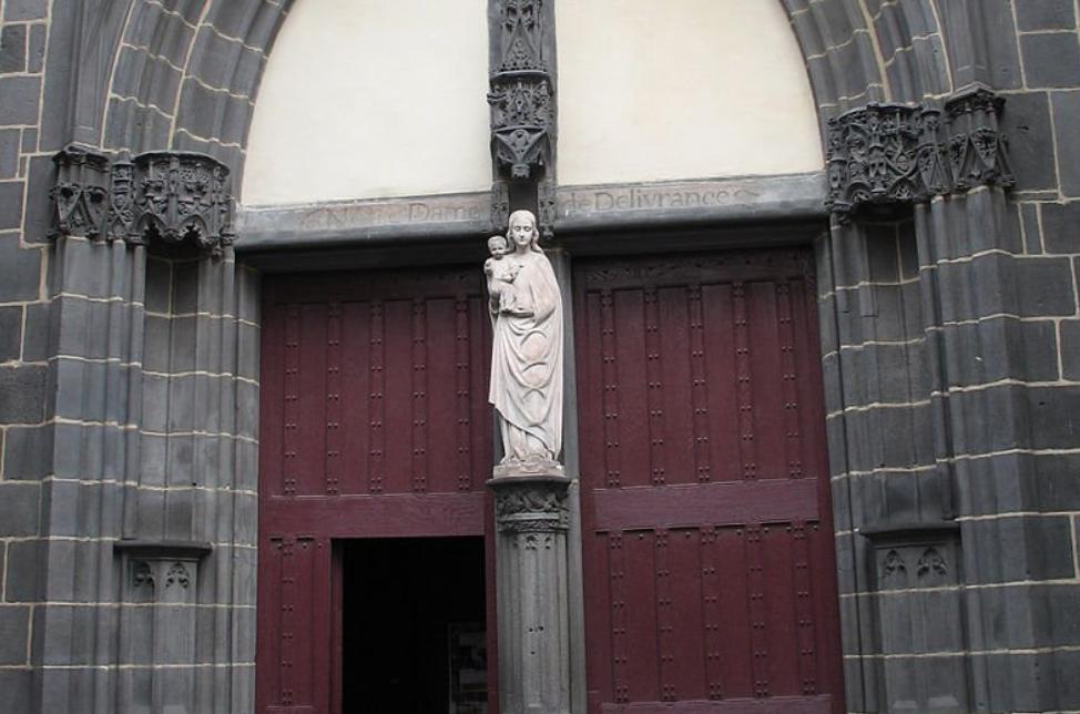 Clermont-Ferrand (63): trois mineurs interpellés après un vol et des dégradations à l'église de Montferrand