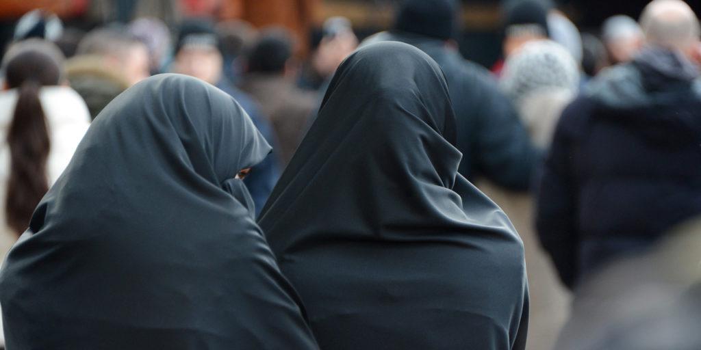 Christine Clerc : le hijab est «un emblème de guerre contre notre civilisation et notre peuple»