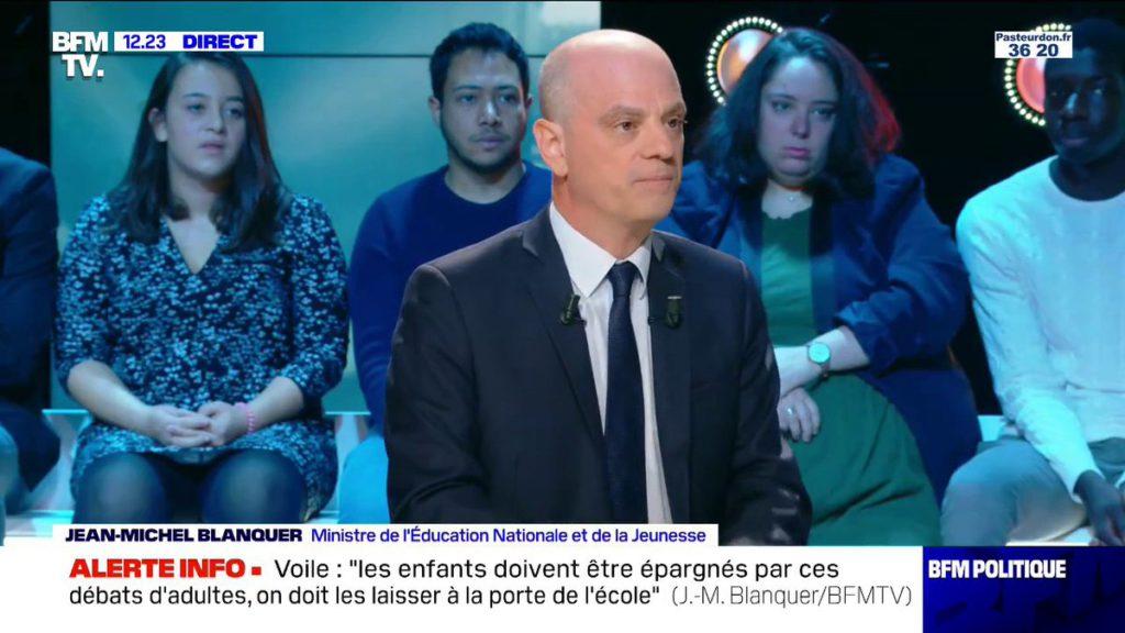 «Elle a le droit de porter le voile pendant les sorties scolaires mais ce n'est pas souhaitable»: Jean-Michel Blanquer prône la pédagogie
