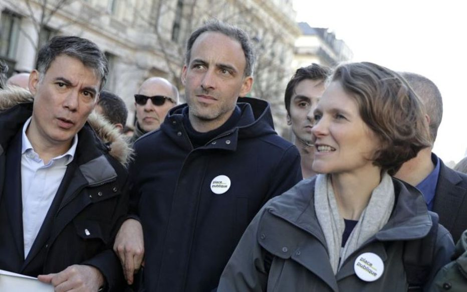 Claire Nouvian avec Raphaël Glucksmann et Olivier Faure, en mars dernier à Paris.