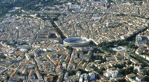 Clients agressés au couteau au cri de «sales Français» à la terrasse d'un bar de Nîmes: le caractère raciste retenu