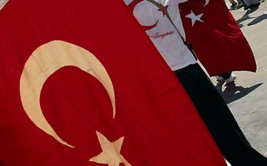 Illustration. Le véhicule attaqué arborait un drapeau turc.